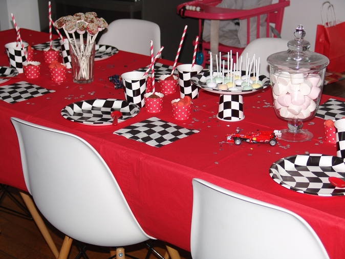 deco table anniversaire garcon 4 ans spaxdesign. Black Bedroom Furniture Sets. Home Design Ideas