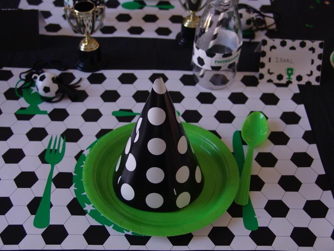 organiser un anniversaire theme foot pour les 6 ans de votre garcon. Black Bedroom Furniture Sets. Home Design Ideas