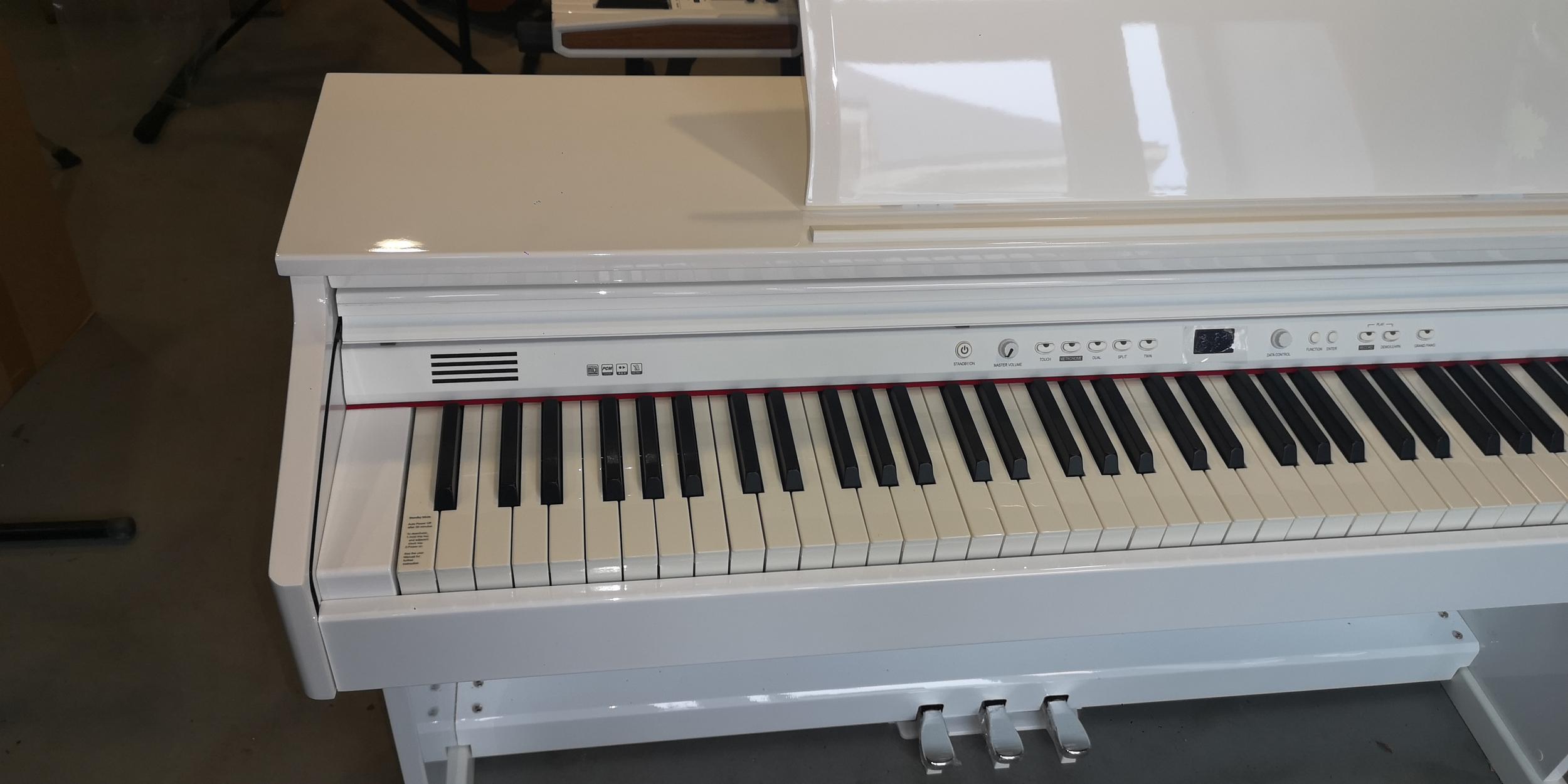 PIANO RINGWAY PTG 8867WH