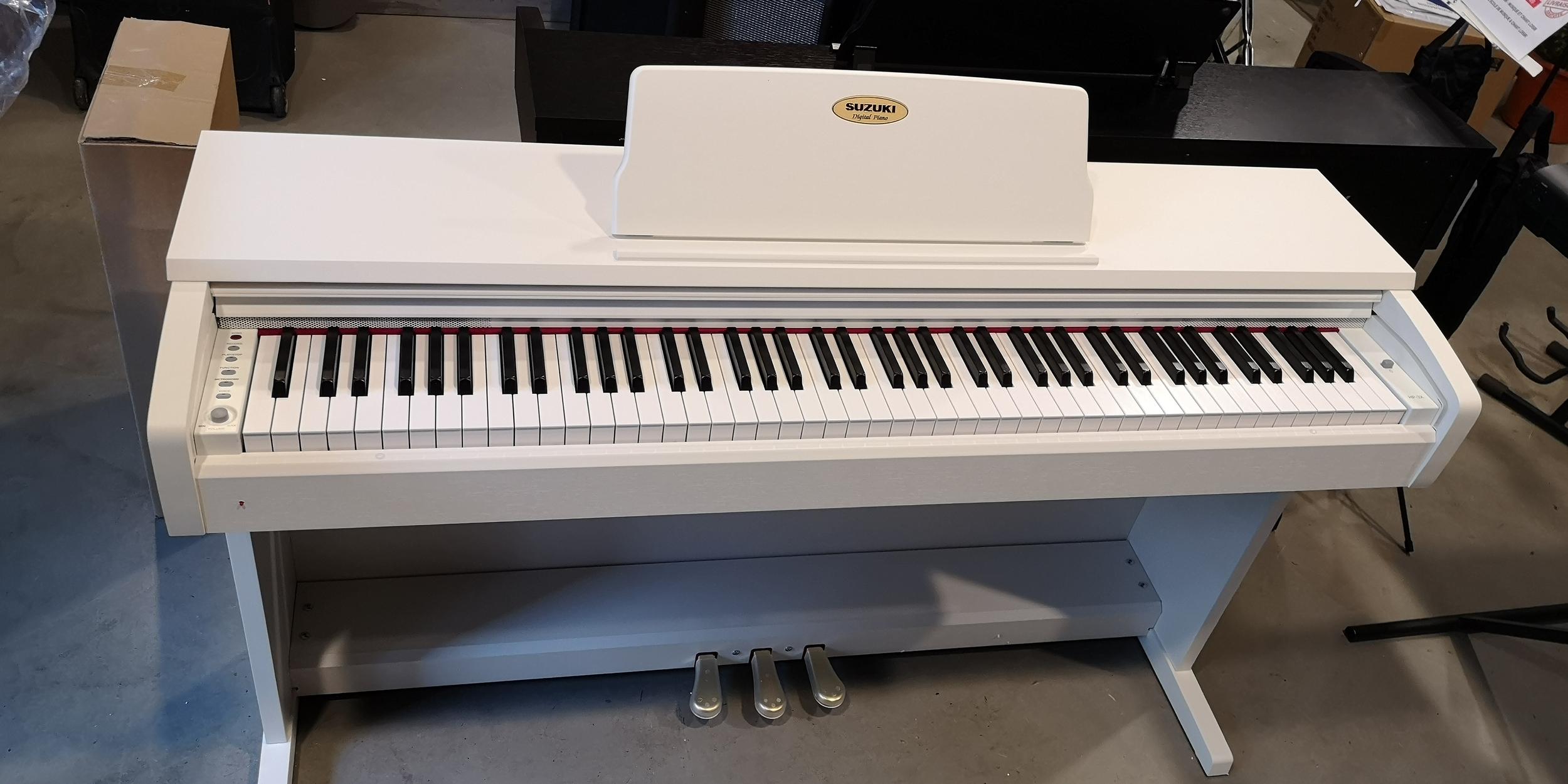 PIANO SUZUKI HP3X