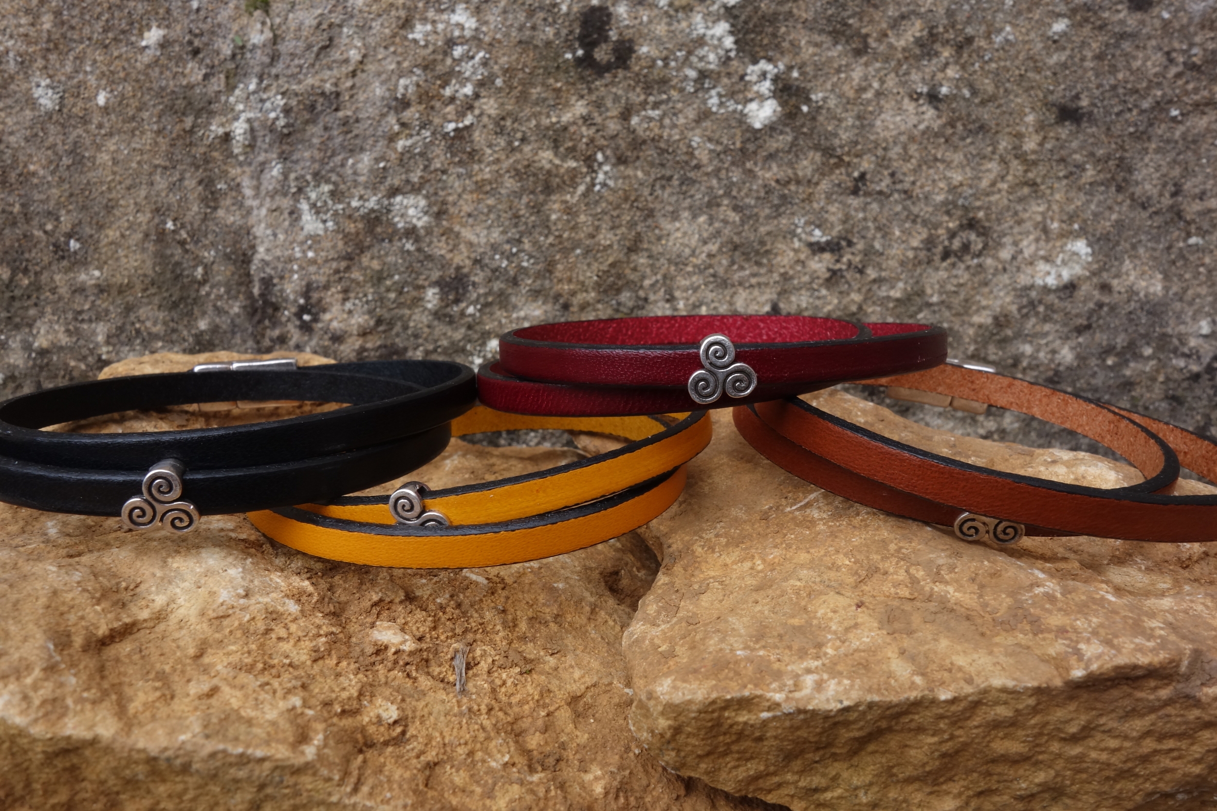 Bracelet cuir fin motif Triskel