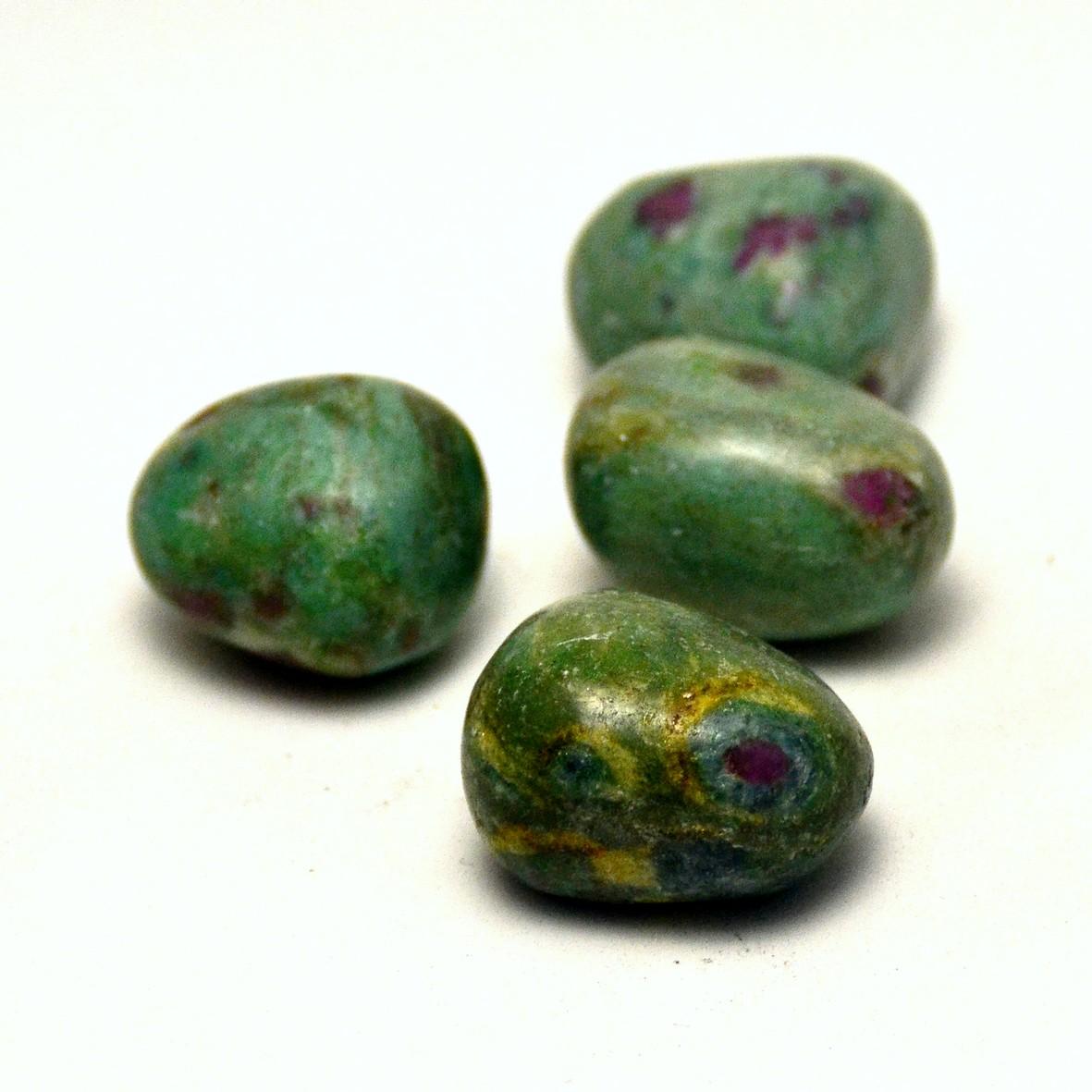 pierre roulée  rubis sur fuschite naturelle
