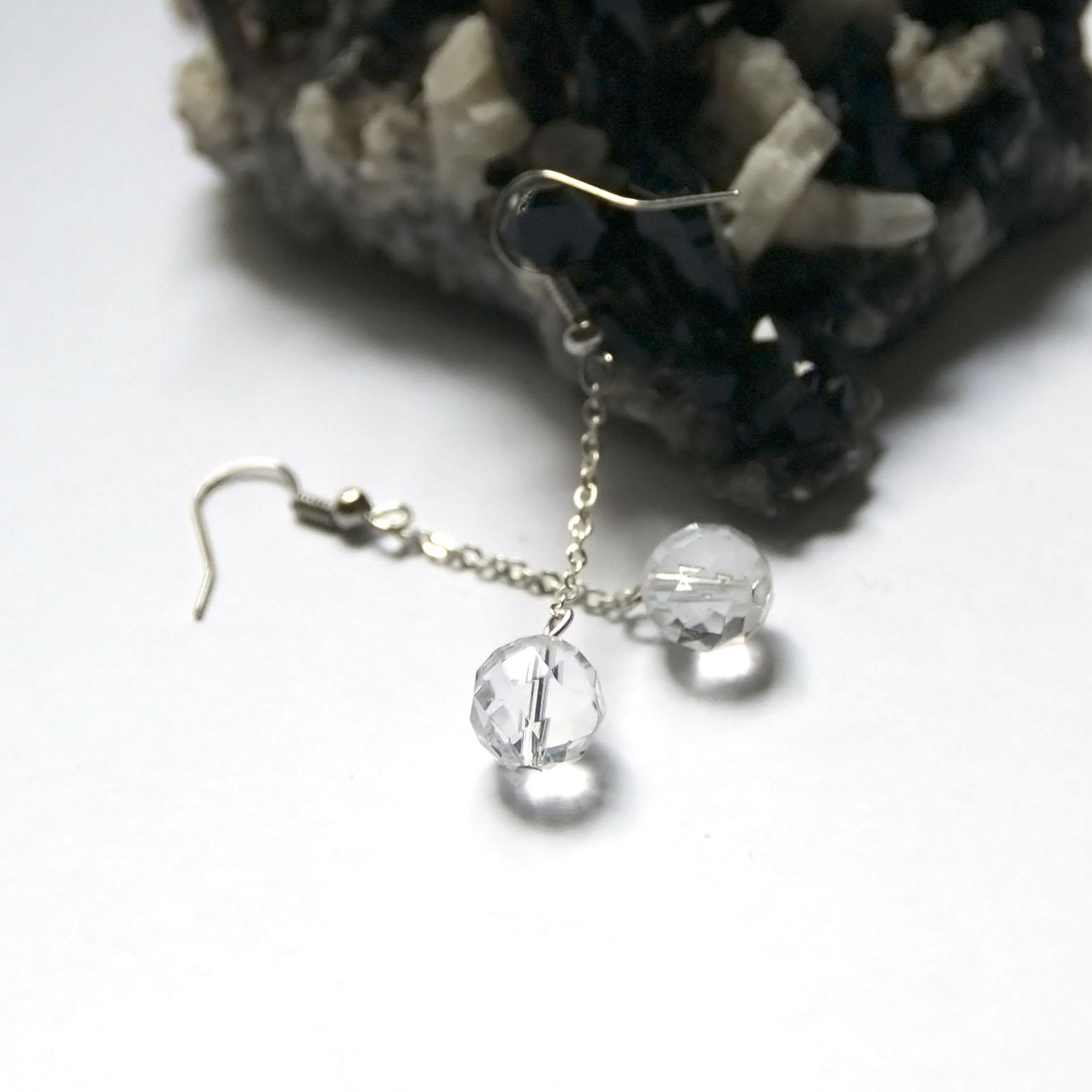 boucle d\'oreille quartz blanc  perle ronde facettée 10 mm - chaîne