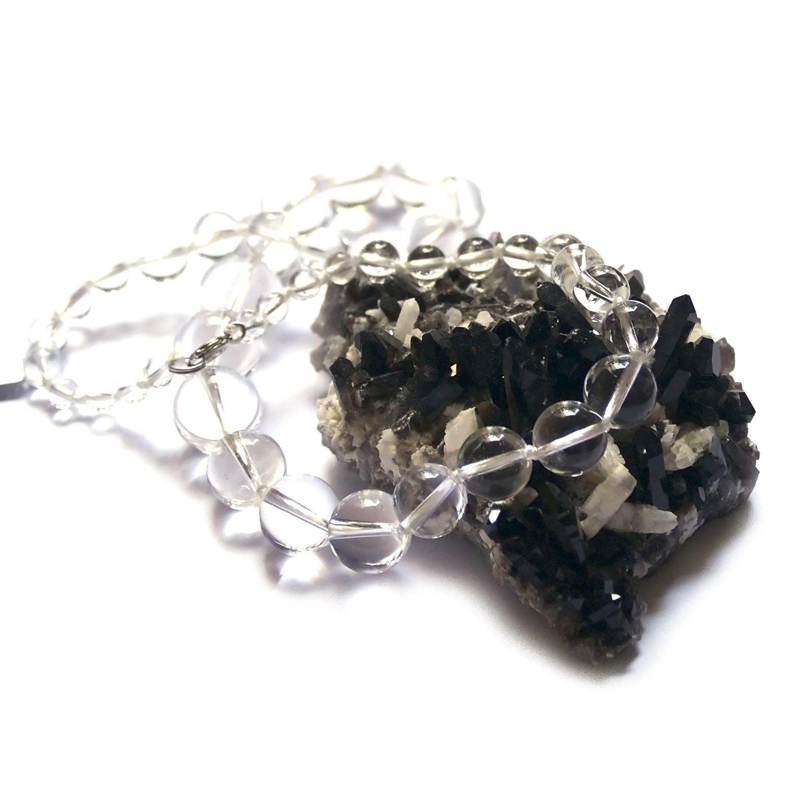 Collier cristal de roche ,  perle ronde dégradée