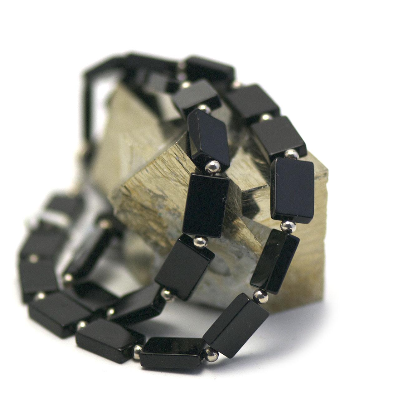 collier onyx ,  perle rectangle - perle argentée ronde