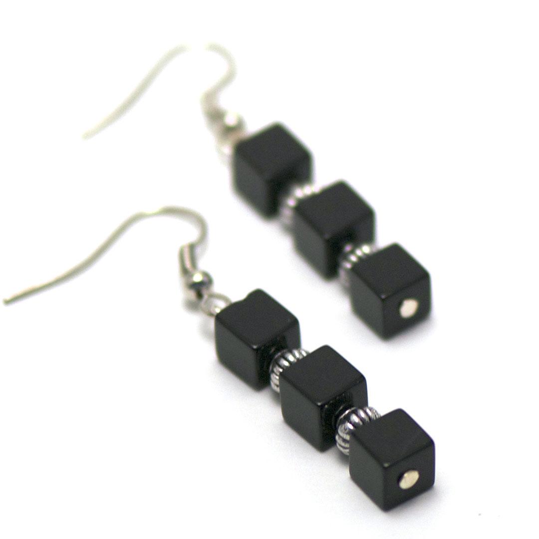 Boucle d\'oreille onyx ,  triple cubes - perle argentée