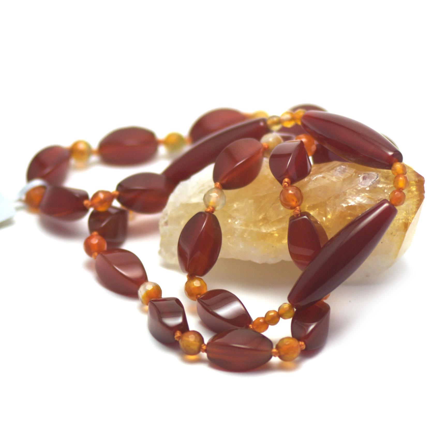 Long assymétrique collier pierre naturelle cornaline