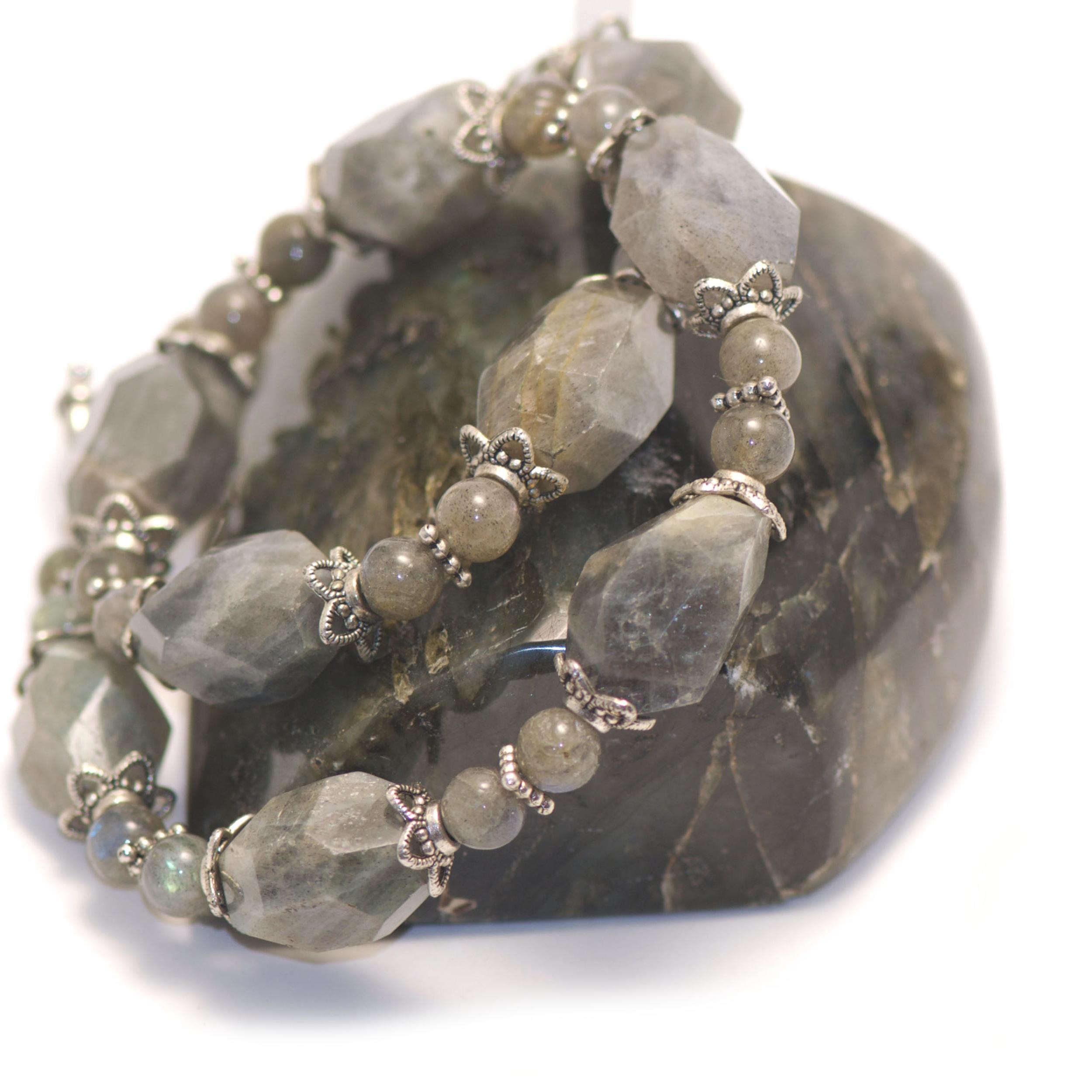 collier labradorite ,  galet facettée baroque - perle argentée