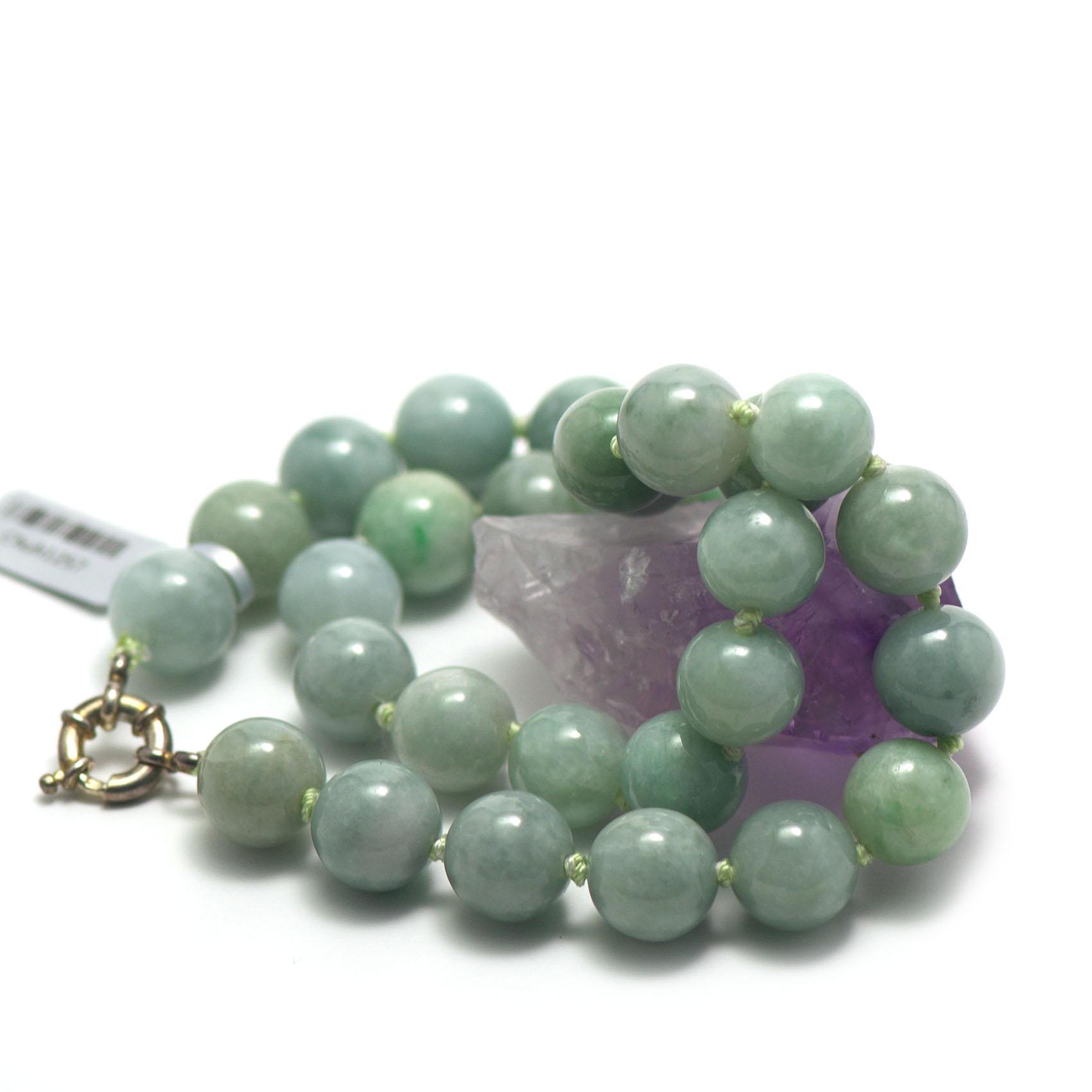 collier jade ,  ronde 13 mm -vert clair