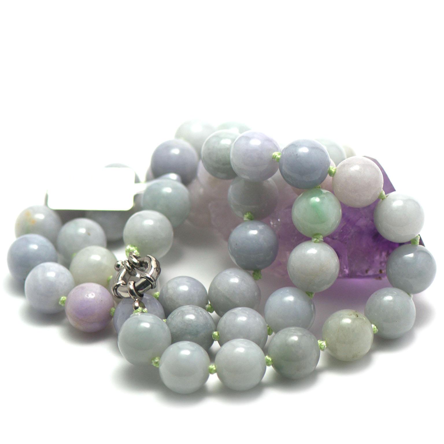 collier long jade , perle ronde 13 mm , vert clair
