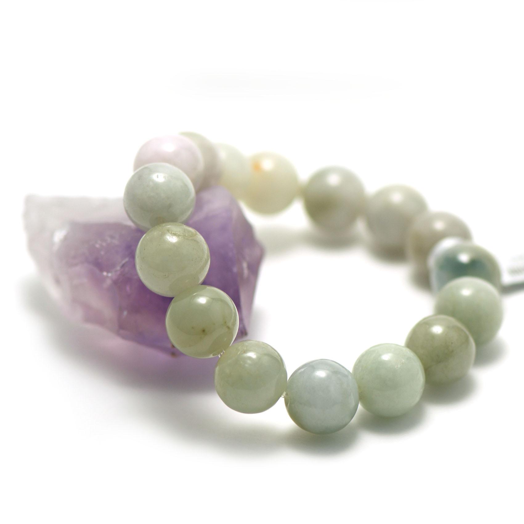 bracelet jade ,  perle ronde 13,5 mm , vert très clair