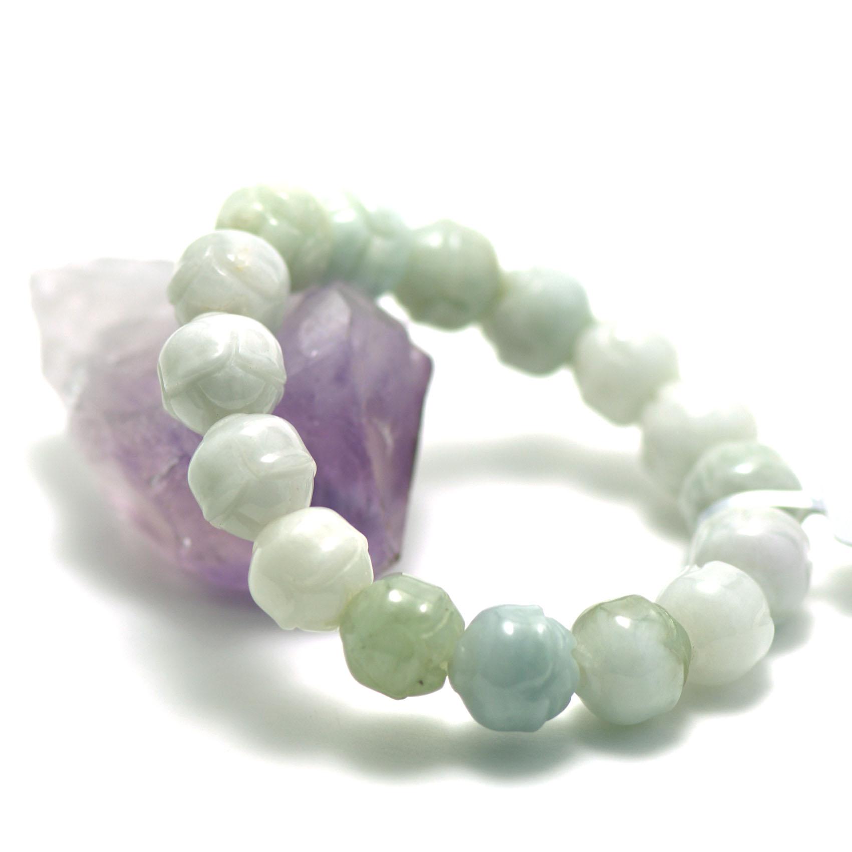 bracelet jade , perle motif lotus,vert clair