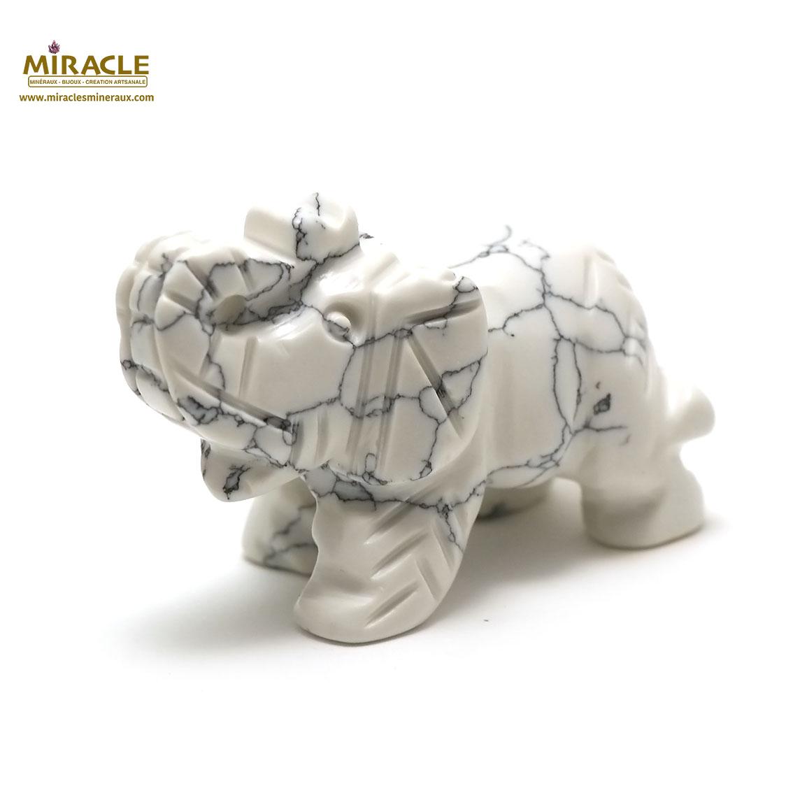 statuette minéraux  éléphant, en pierre naturelle d\'howlite