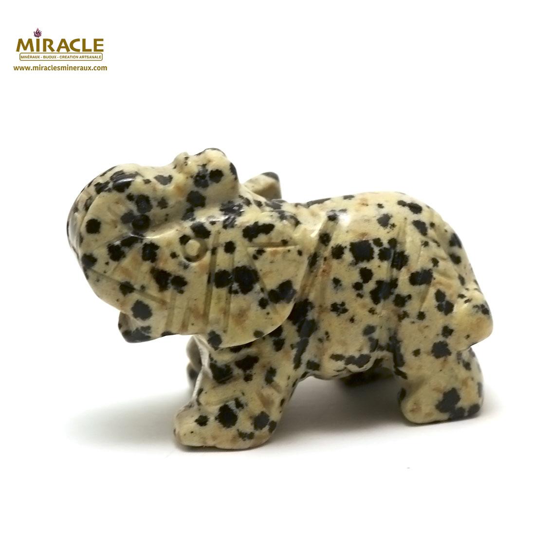 statuette minéraux éléphant, en pierre naturelle de jaspe dalmatien