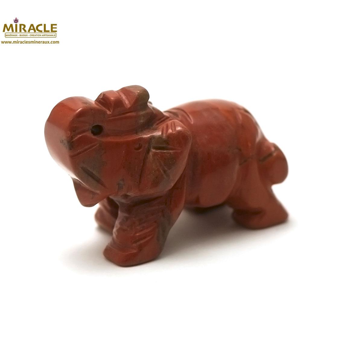 Magnifique statuette éléphant en pierre naturelle de jaspe rouge