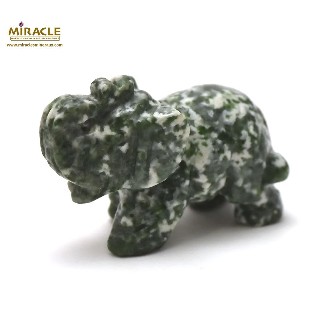 Magnifique statuette éléphant en pierre naturelle de jaspe vert