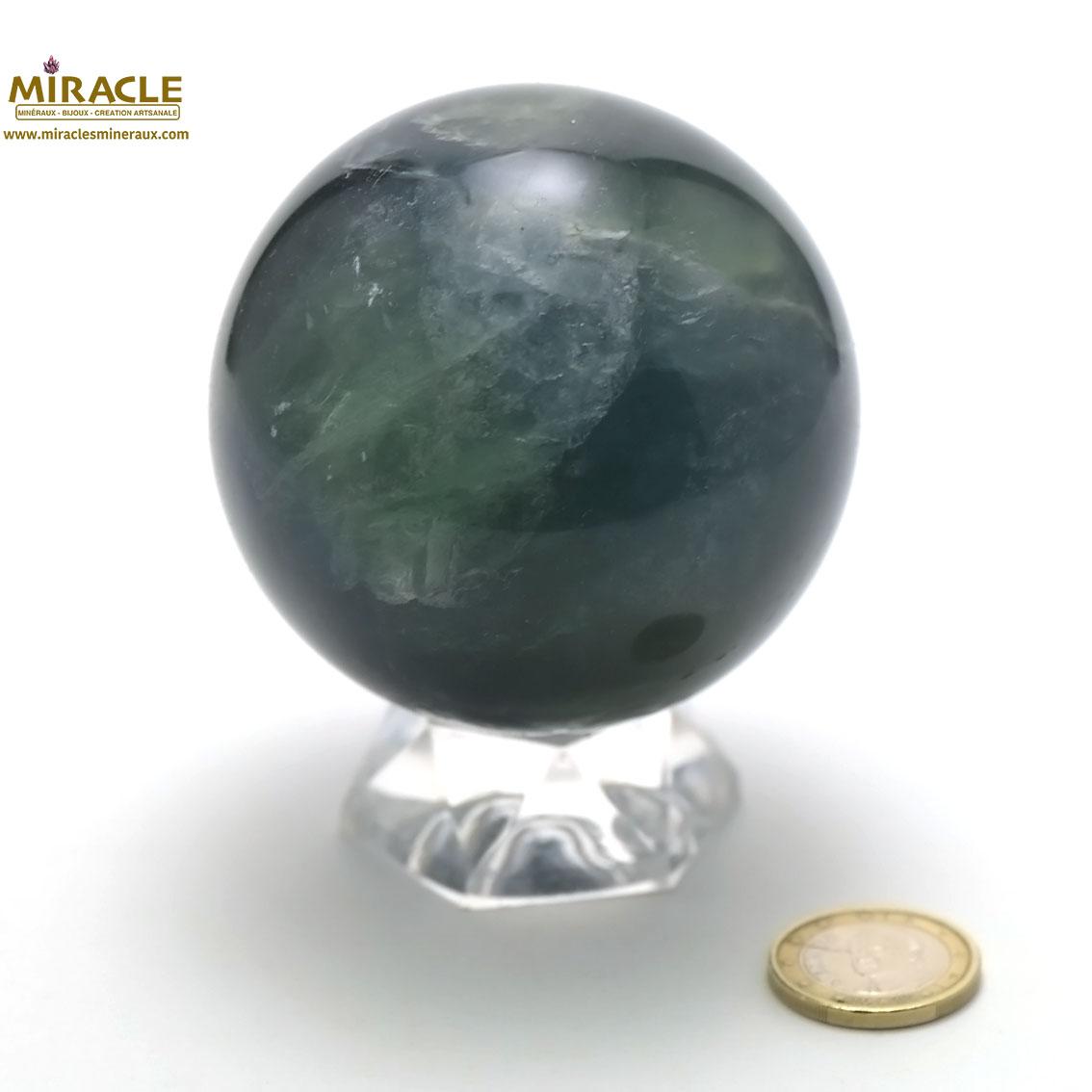 Superbe sphère minéraux en fluorine vert 7.3 cm