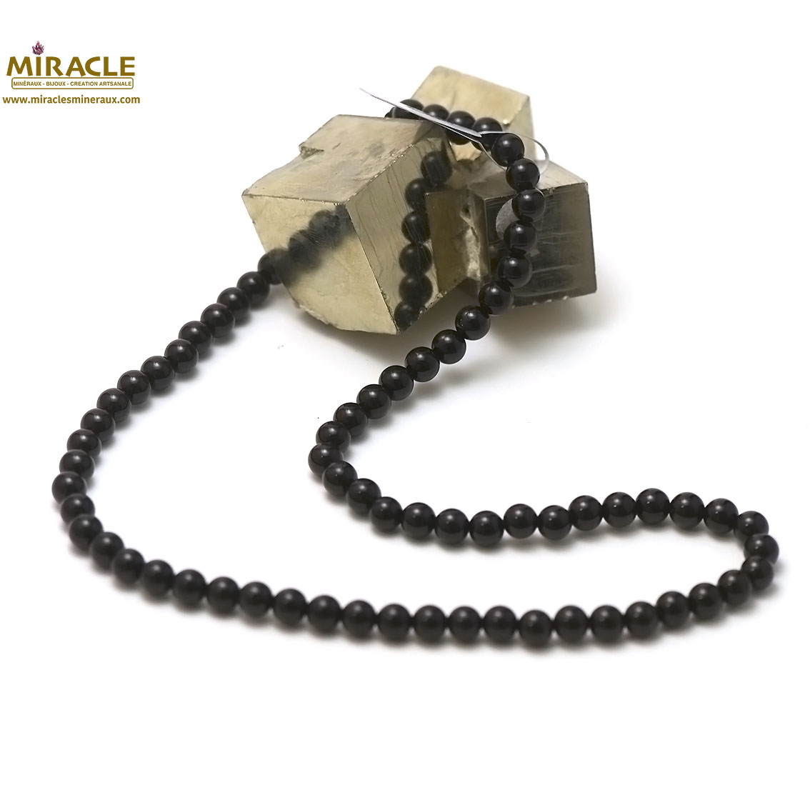 Collier onyx ,  perle ronde 6 mm