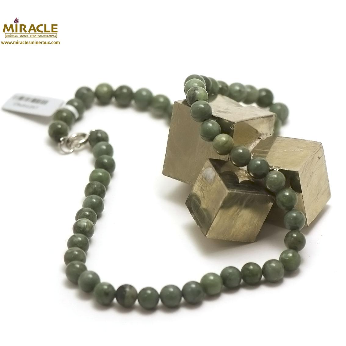 Collier en jade néphrite de canada , perle ronde 8 mm