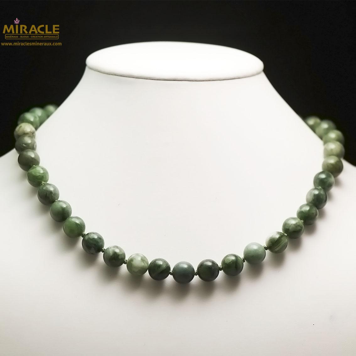 Collier jade néphrite de Canada , perle ronde 10 mm