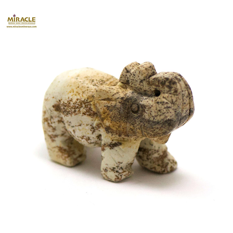 statuette minéraux éléphant, en pierre naturelle de jaspe paysage