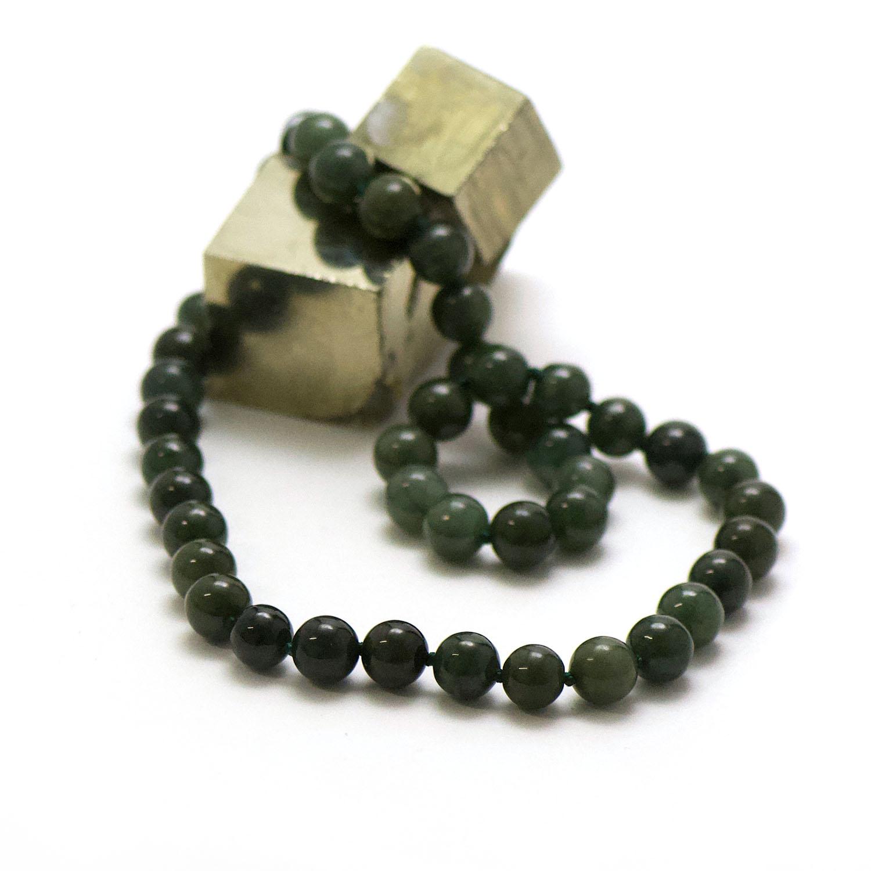 collier jade vert foncé , perle ronde 10 mm