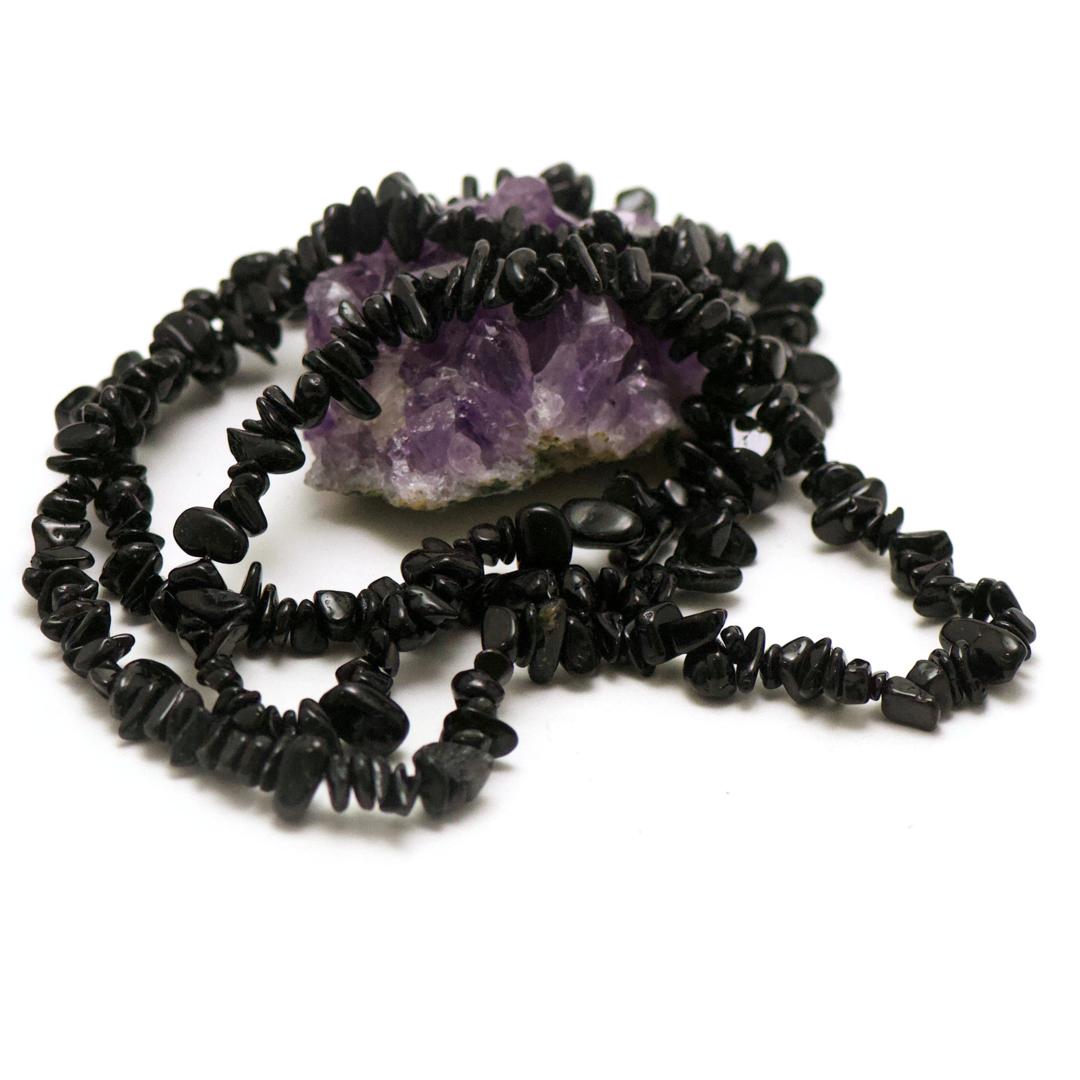 fil 84 cm env 440 perles d\'obsidienne noir chips, pierre naturelle