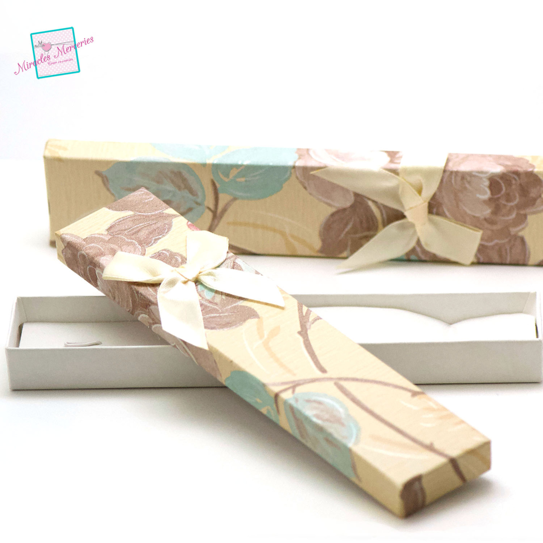 2 boite/écrin bracelet fleur 21x4,5x2 cm, beige