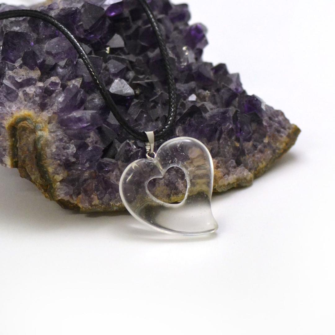 1 pendentif pierre naturelle coeur silhouette 30x30x6 mm, cristal de roche