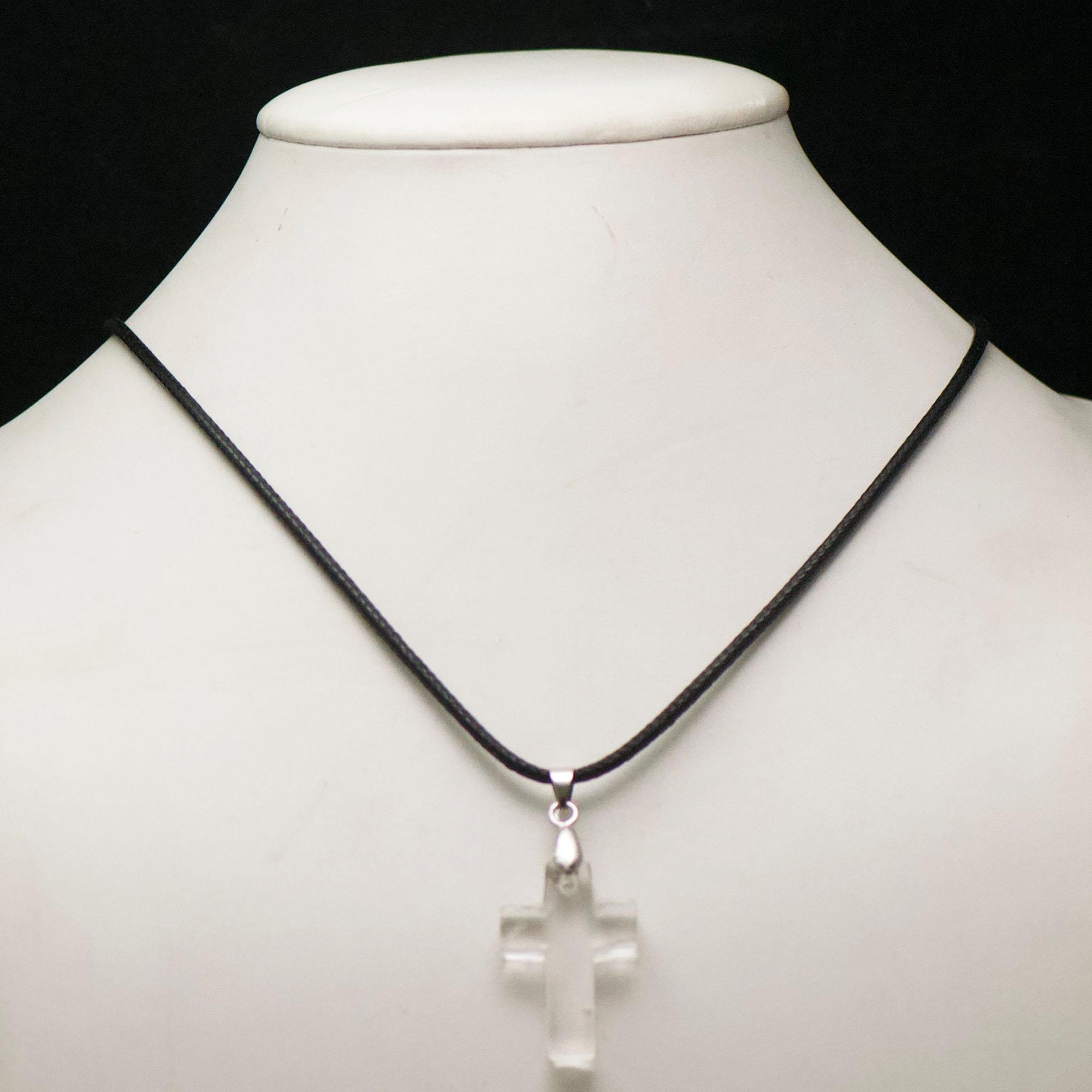 1 pendentif pierre naturelle croix 30x20x7 mm, cristal de roche
