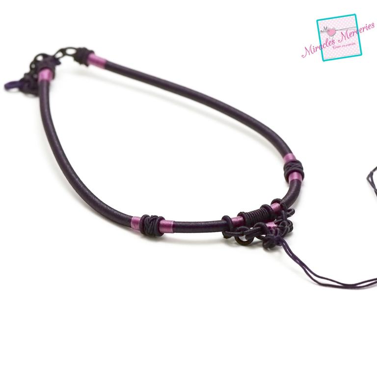 1 magnifique support collier créateur en fil de soie tressé à la main,prune