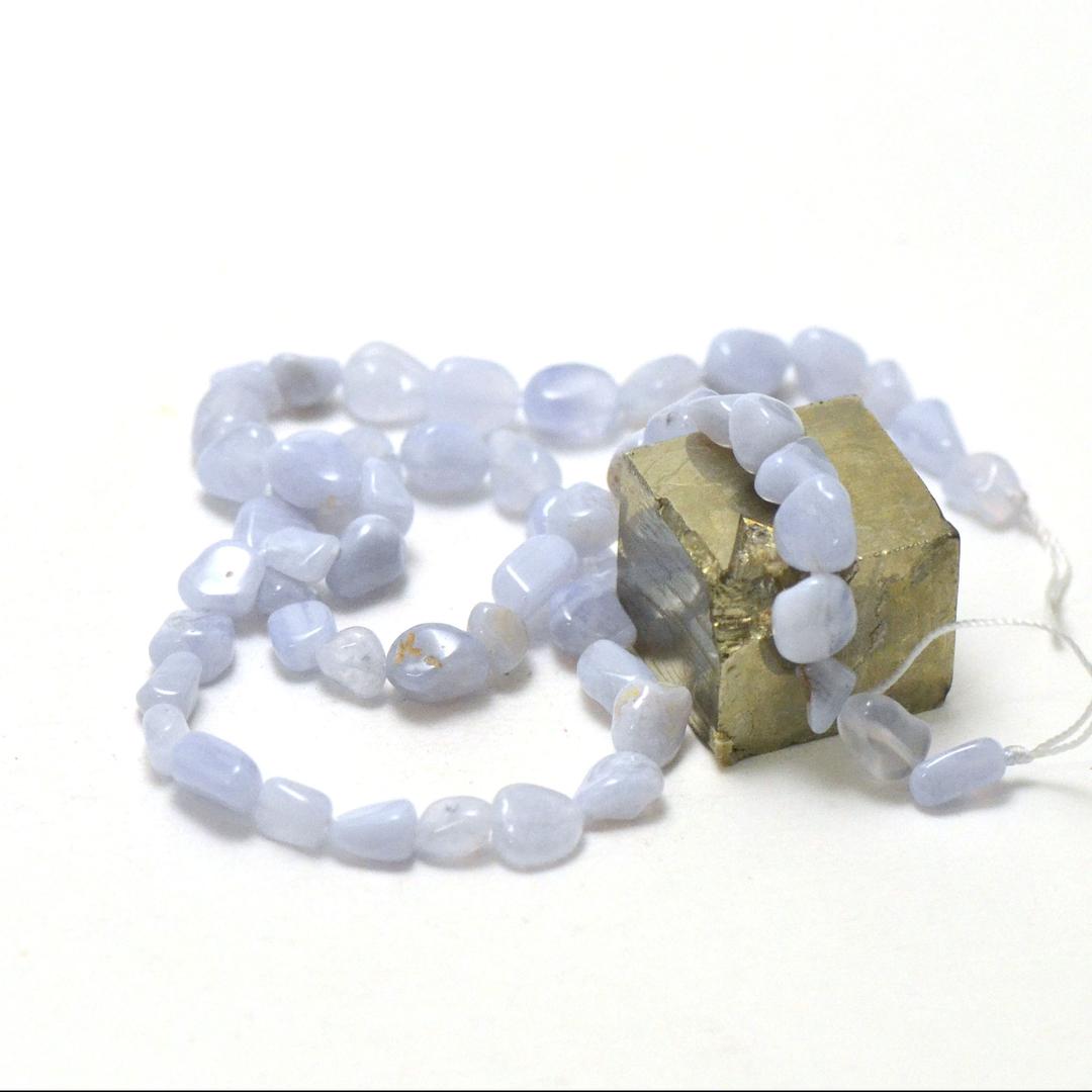 fil de 39 cm de calcédoine pierre roulée, pierre naturelle