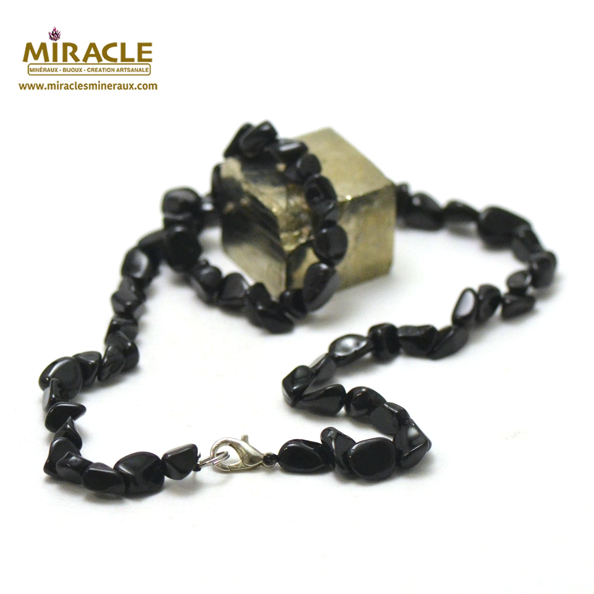 collier en tourmaline noir, perle pierre roulée