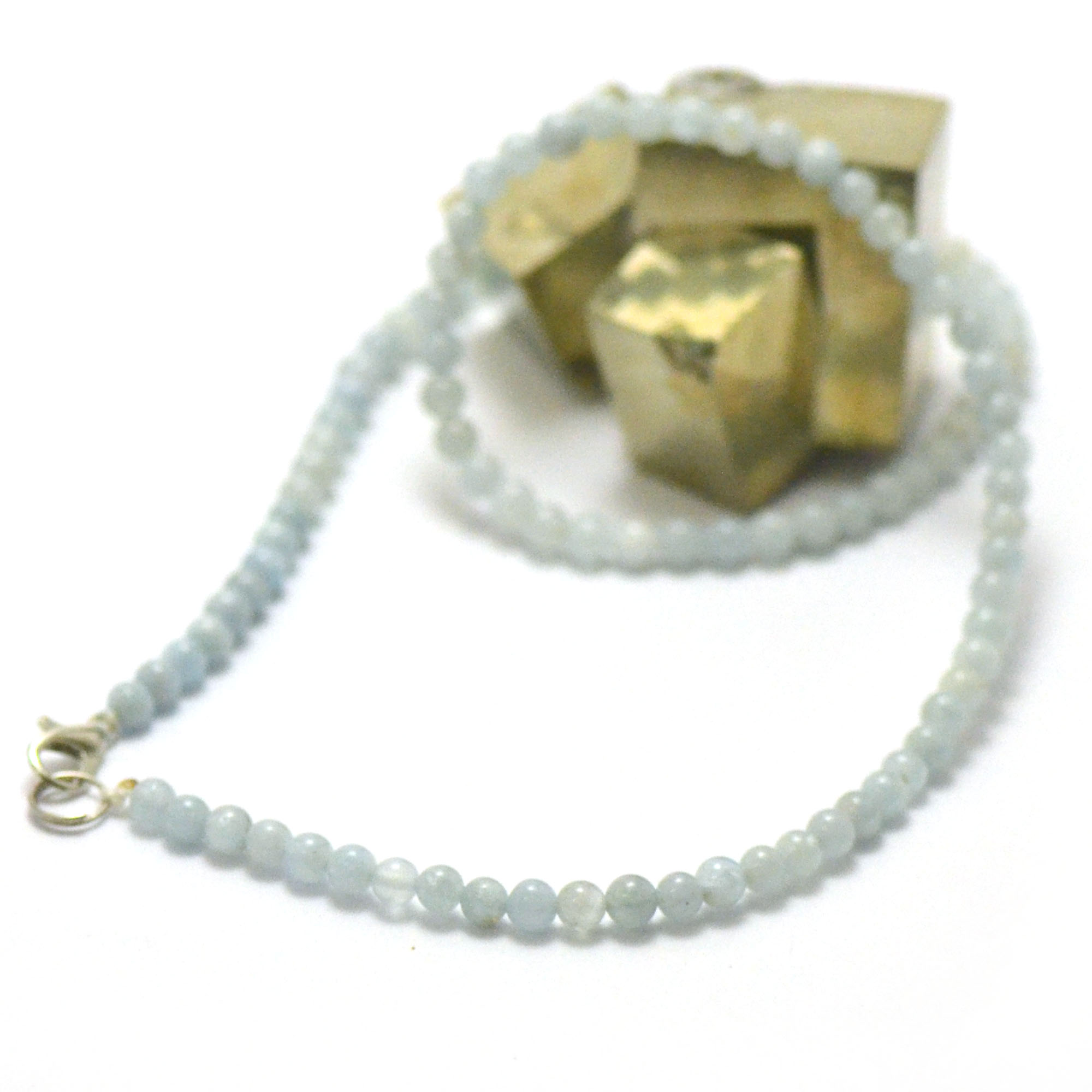 Collier d\' Aigue marine, perle ronde 4 mm