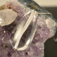 """Pendentif cristal de roche """"goutte d'eau 3 x 1.7 x 0.8 cm """""""