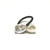 """bague """"mémoire de forme"""", perle baroque"""