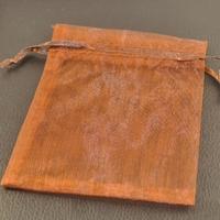 10 pochettes cadeaux taille moyenne en  organza, marron uni