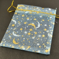"10 pochettes cadeaux taille moyenne en  organza, bleu ""étoile"""