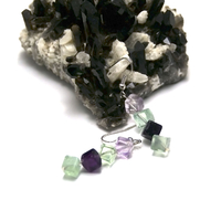 """boucle d'oreille en pierre naturelle de fluorite , """" quadruple cube diagonal"""""""