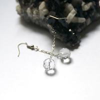 """boucle d'oreille quartz blanc """" perle ronde facettée 10 mm - chaîne"""""""