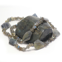 "collier long labradorite , "" losange baroque facettée - grand chips"""