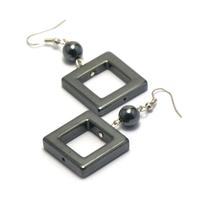 """boucle d'oreille hématite , création """"carré ciselé-perle ronde 8 mm"""""""