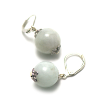 "boucle d'oreille jade , "" perle ronde 13 mm ,vert clair"""