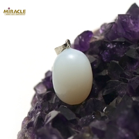 "pendentif ""perle"", jade blanc"