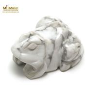 """statuette minéraux """"grenouille"""" en pierre naturelle de howlite"""
