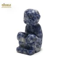 """statuette minéraux """"singe""""en pierre naturelle de sodalite"""