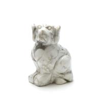 """Magnifique statuette """"chien""""  en pierre naturelle de howlite"""