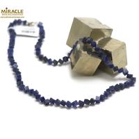 "collier sodalite, perle ""cube diagonal"""