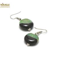 """boucle d'oreille agate bi-colore, perle """"palet rond"""" noir/vert"""