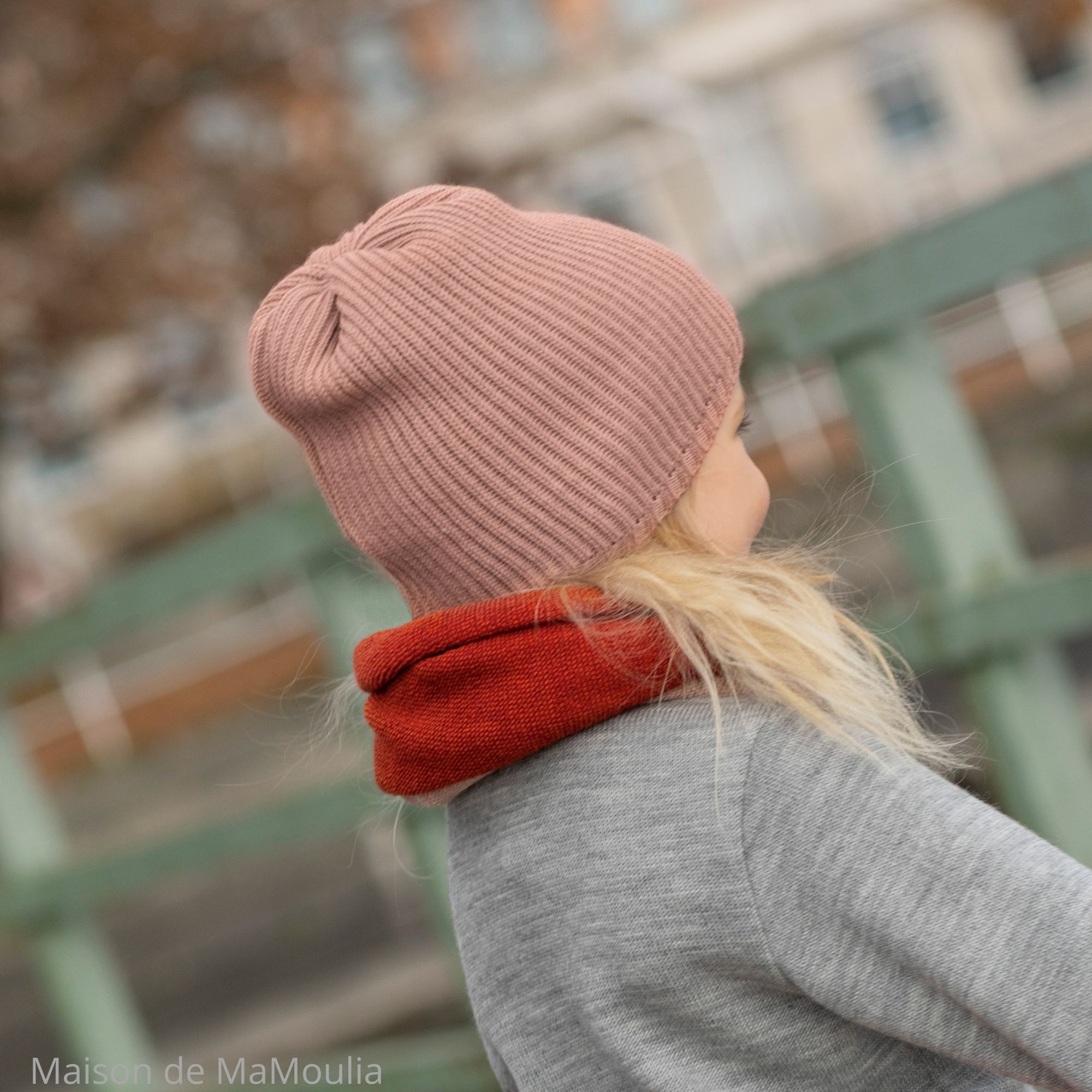 DISANA - Bonnet tricoté en laine mérinos - Couleurs différentes